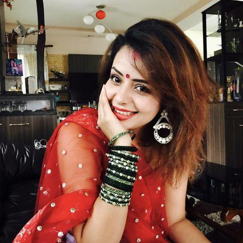 भोजपुरी फिल्ममा नीताको सेक्सी लुक्स