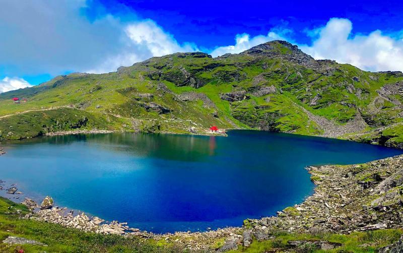 तिम्बुङ पोखरीले आकर्षण गर्दै पर्यटक