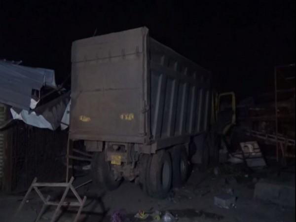 सुतेका मजदुर माथि ट्रक कुदाउँदा १५ को मृत्यु