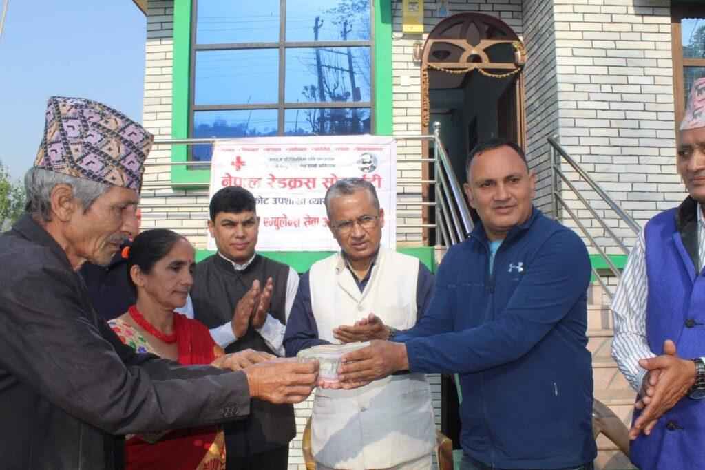 नेपाल रेडक्रस सोसाइटी दुम्सीकोट उपशाखालाई एम्बुलेन्स संचालनको लागि सहयोगार्थ १ लाख ३१ हजार रुपैयाँ आर्थिक सहयोग