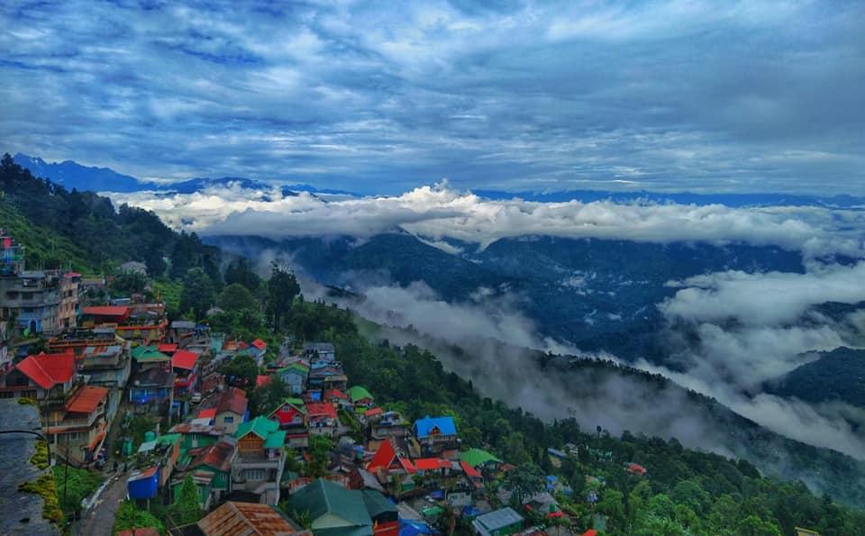 दार्जिलिङसहित ६ जिल्लामा मतदान हुँदै, झापा र इलामका नाका शिल