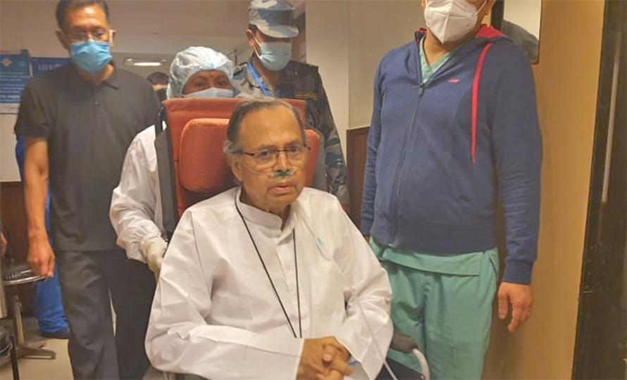 झलनाथ खनालको स्वास्थ्यमा थप समस्या, उपचार गराउन दिल्ली लगियो