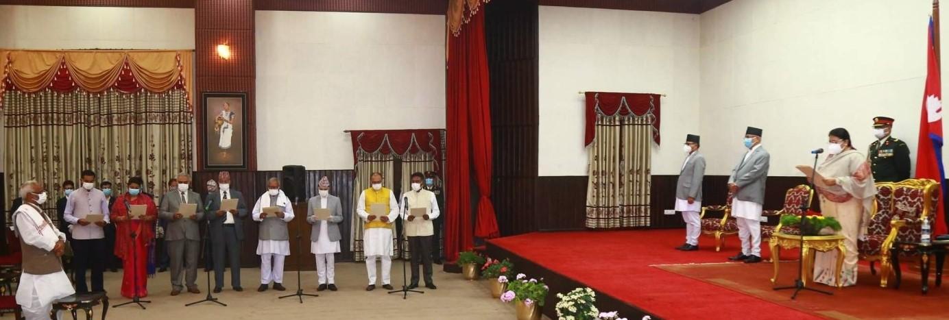 मन्त्रिपरिषद् पुनर्गठन : तीन उपप्रधानमन्त्री र १२ मन्त्रीले  शपथ लिए
