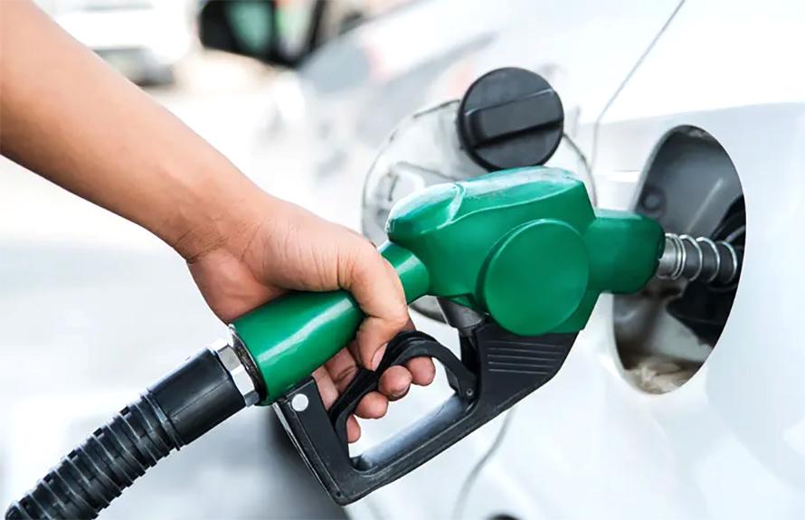 पेट्रोल र डिजेलको मूल्य एक रुपैयाँले घटायो