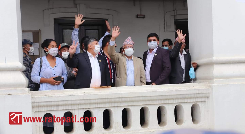 माधव नेपाल पक्षका यी केन्द्रीय सदस्य र सांसद गरे आयोगमा सनाखत
